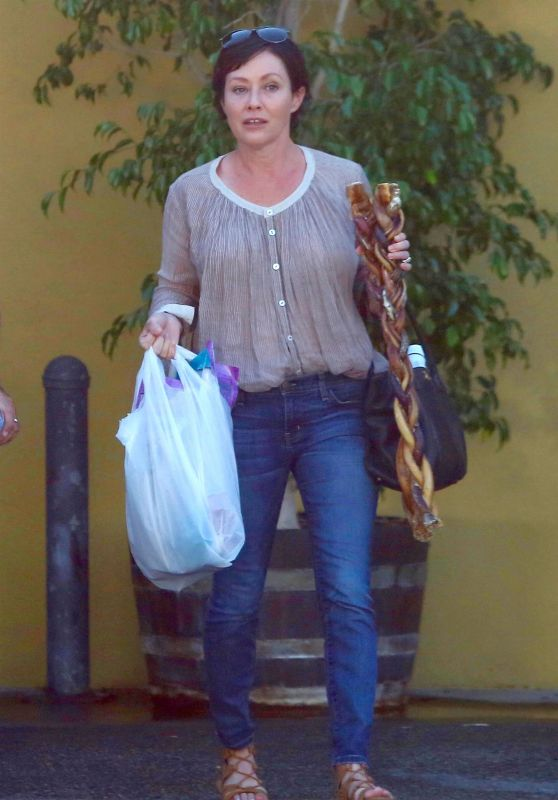 Shannen Doherty at The PetStaurant in Sherman Oaks 08/22/2017