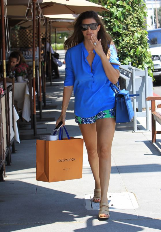 Shiva Safai Shows Off Her Legs in a Pair of Short Shorts - Shopping in Beverly Hills