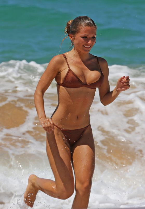Sofia Beverly in Bikini - Hawaii 08/21/2017