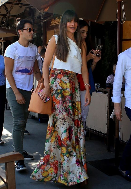 Sofia Vergara Style - at Il Pastaio in Beverly Hills 08/14/2017