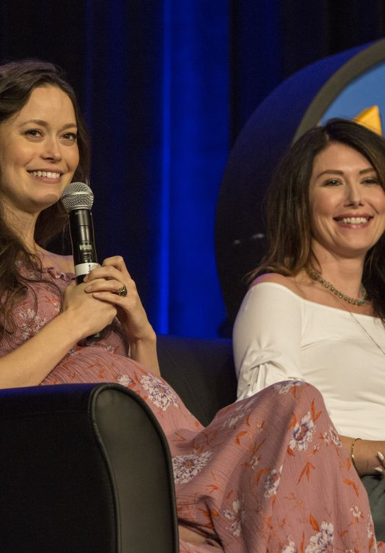 Summer Glau & Jewel Staite - Wizard World Chicago 2017 in Rosemont 08/26/2017
