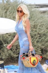 Victoria Silvstedt - Arrives at the Club 55 in St Tropez 08/19/2017