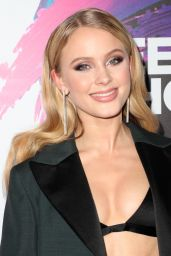Zara Larsson on Red Carpet - Teen Choice Awards in Los Angeles 08/13/2017