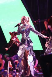Zara Larsson Performs Live at Teen Choice Awards in Los Angeles 08/13/2017