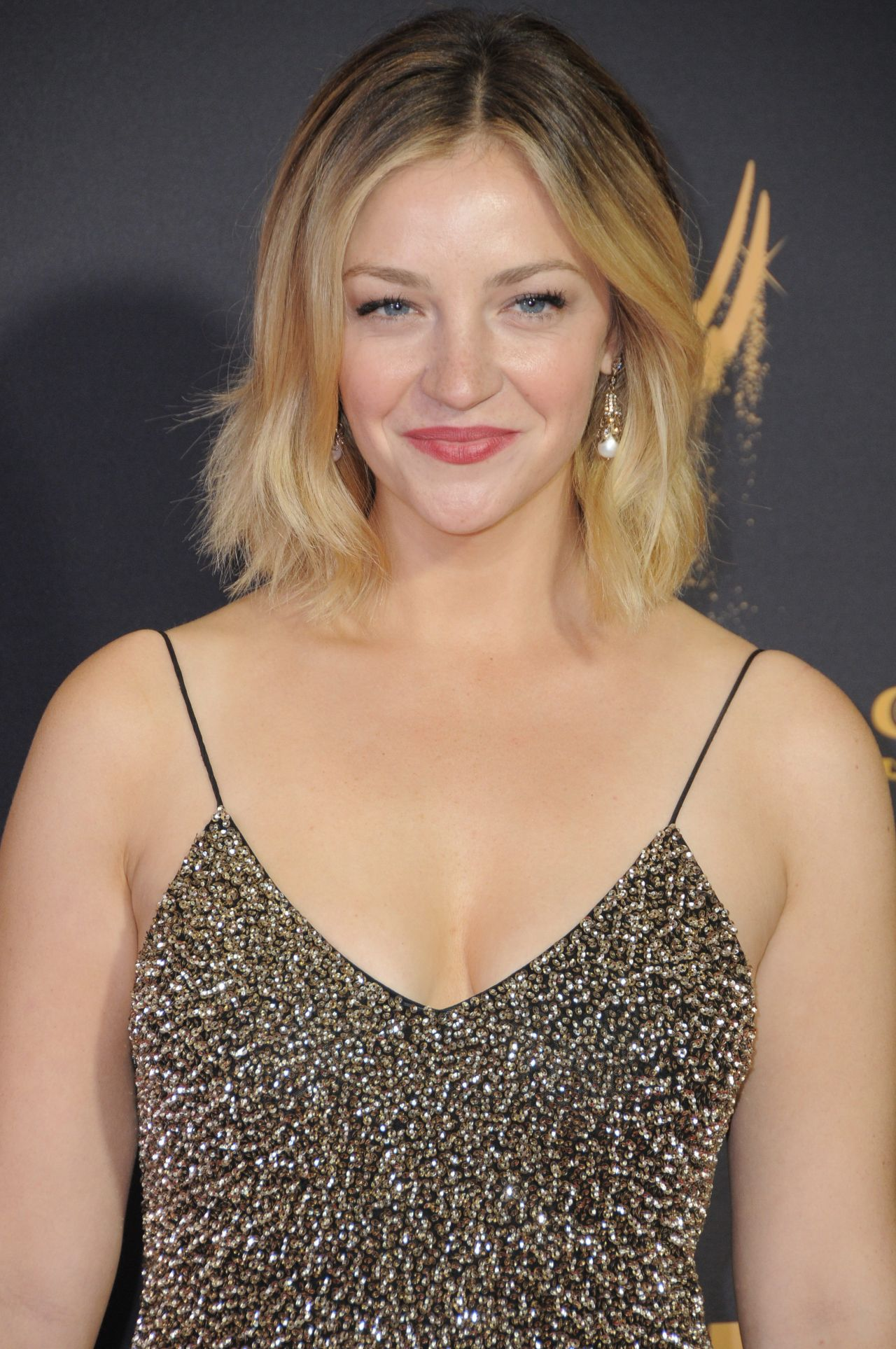 Abby Elliott Hairstyles