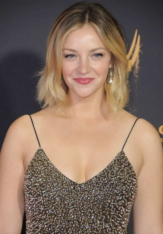 Abby Elliott – Emmy Awards in Los Angeles 09/17/2017