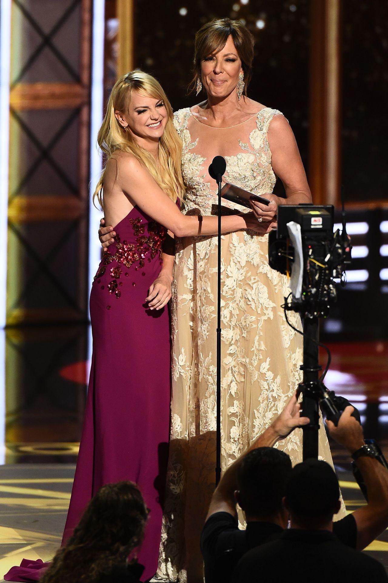 Anna Faris – Emmy Awards in Los Angeles 09/17/2017