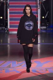 Bella Hadid - Tommy Hilfiger Fall 2017 Ready-To-Wear Runway Show in London 09/19/2017