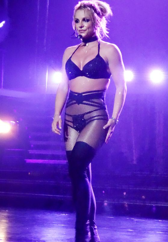 Britney Spears - Performs at Axis in Las Vegas 09/01/2017