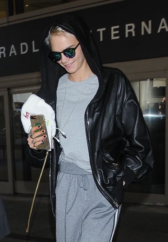 Cara Delevingne - Arrives at LAX in Los Angeles 09/20/2017