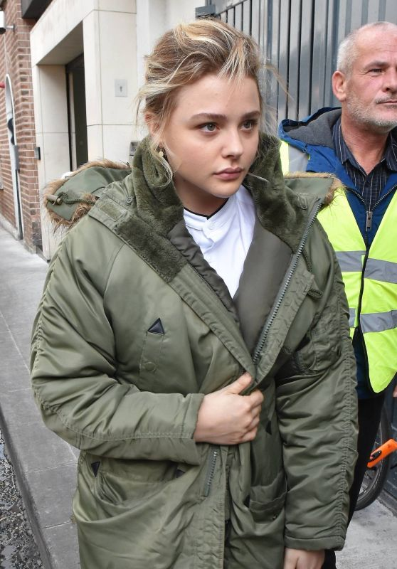 "Chloe Grace Moretz - Set of ""The Widow"" in Dublin, Ireland 09/18/2017"