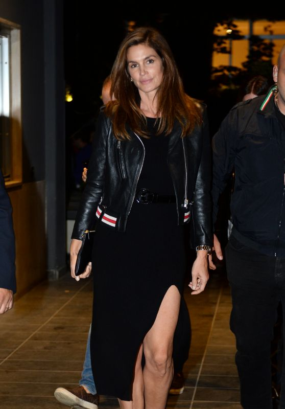 Cindy Crawford Night Out Style - Milan 09/23/2017