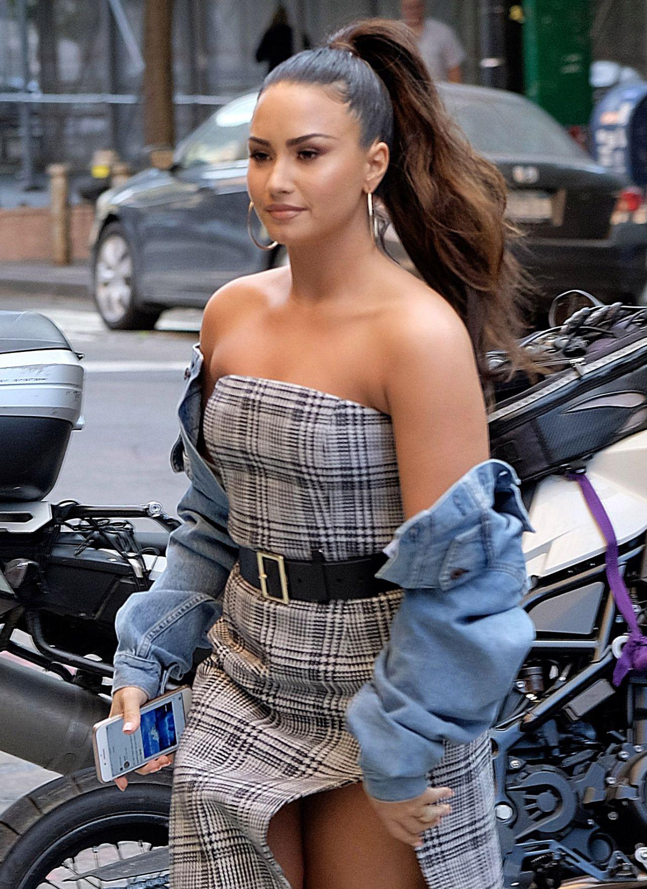 Demi Lovato Leaving Her Hotel In New York 09 29 2017