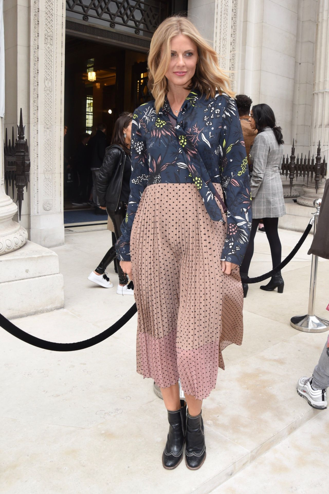 Donna air fashion scout one to watch show in london - 2019 year