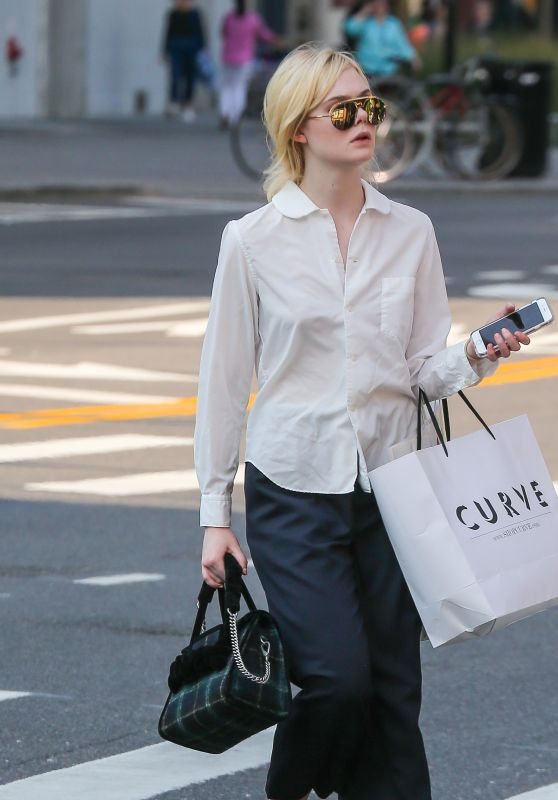 Elle Fanning - Shopping in NYC 09/11/2017