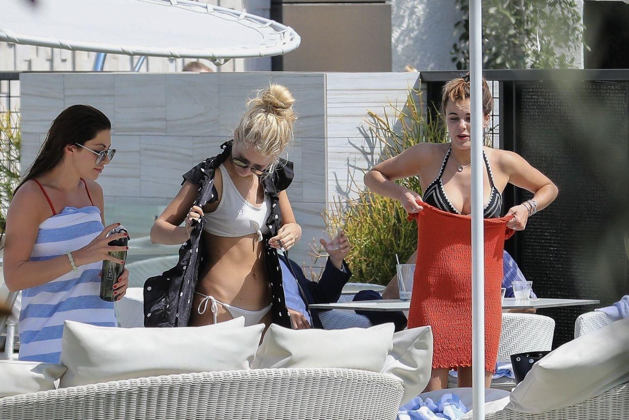 Emily Blackwell in Bikini - Poolside in Los Angeles 09/11/2017