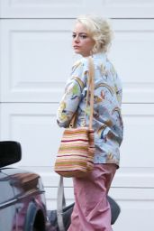 """Emma Stone - Shooting Scenes on the Set of """"Maniac"""" in NYC 09/19/2017"""