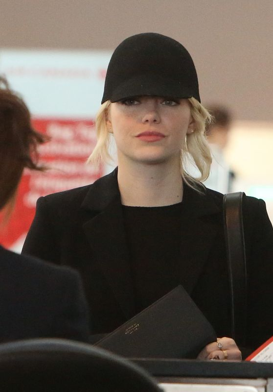 Emma Stone - Toronto Pearson International Airport 09/11/2017