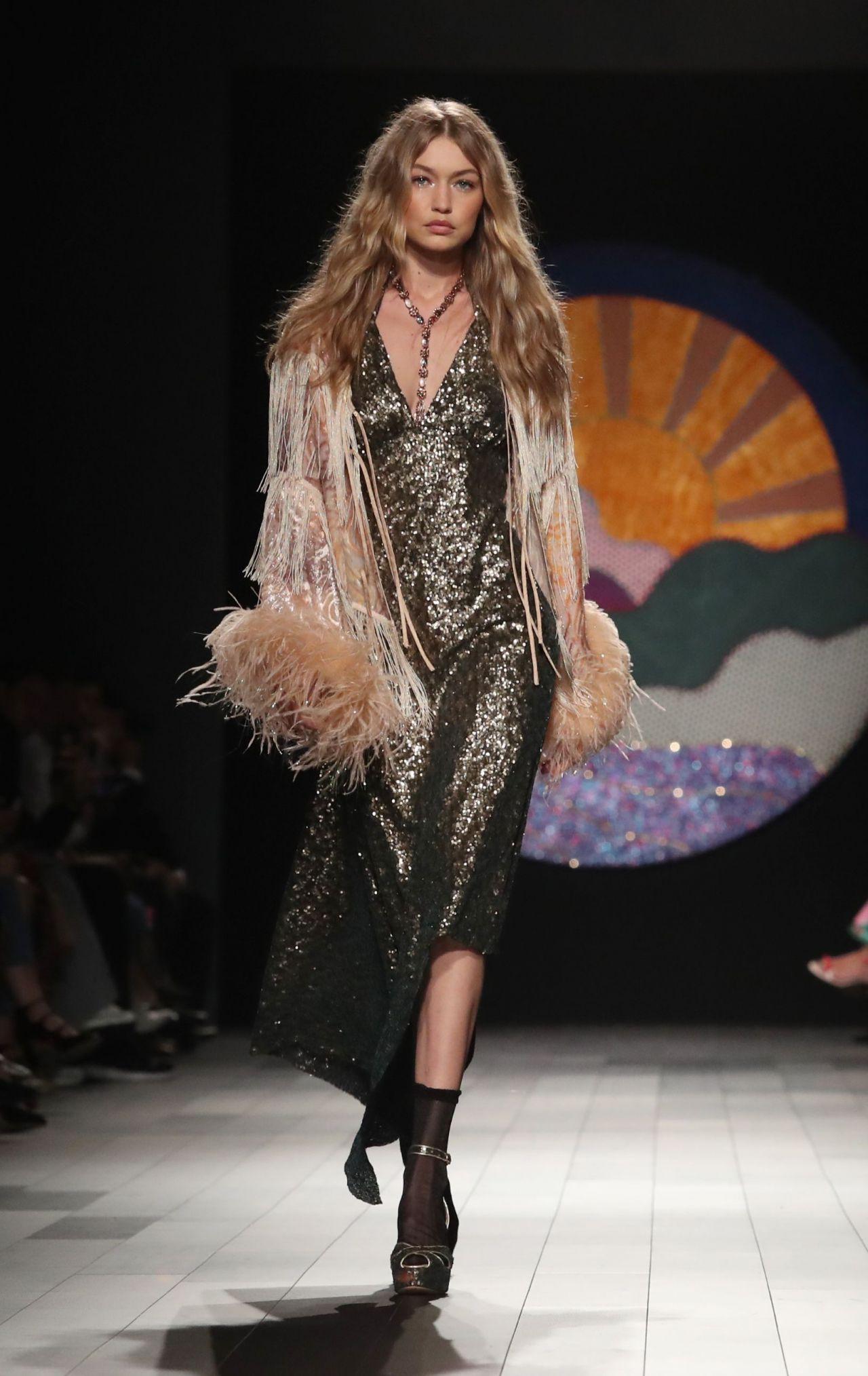 Gigi hadid walks anna sui show new york fashion week 09 for Gigi hadid fashion week