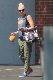 Gwen Stefani Street Style - Running Errands in Los Angeles 09/26/2017