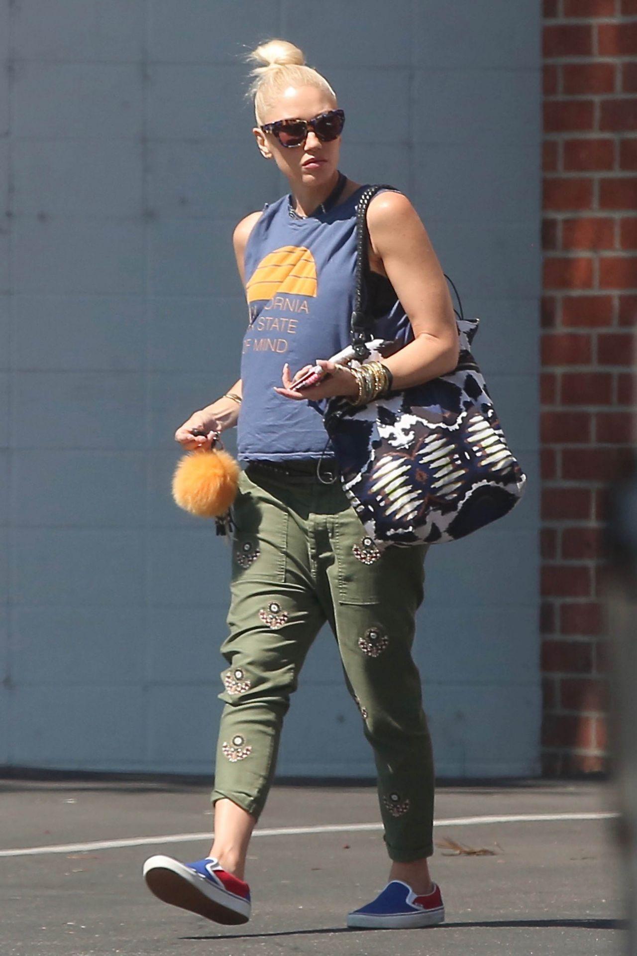 Gwen stefani urban street style running rrrands in la