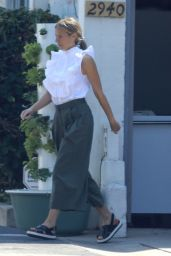 Gwyneth Paltrow - Out in Santa Monica 09/26/2017