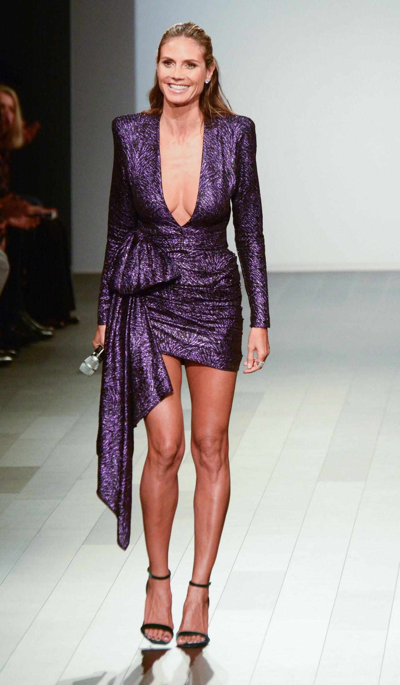 Heidi klum at project runway show nyfw in new york city for Runway fashion show video
