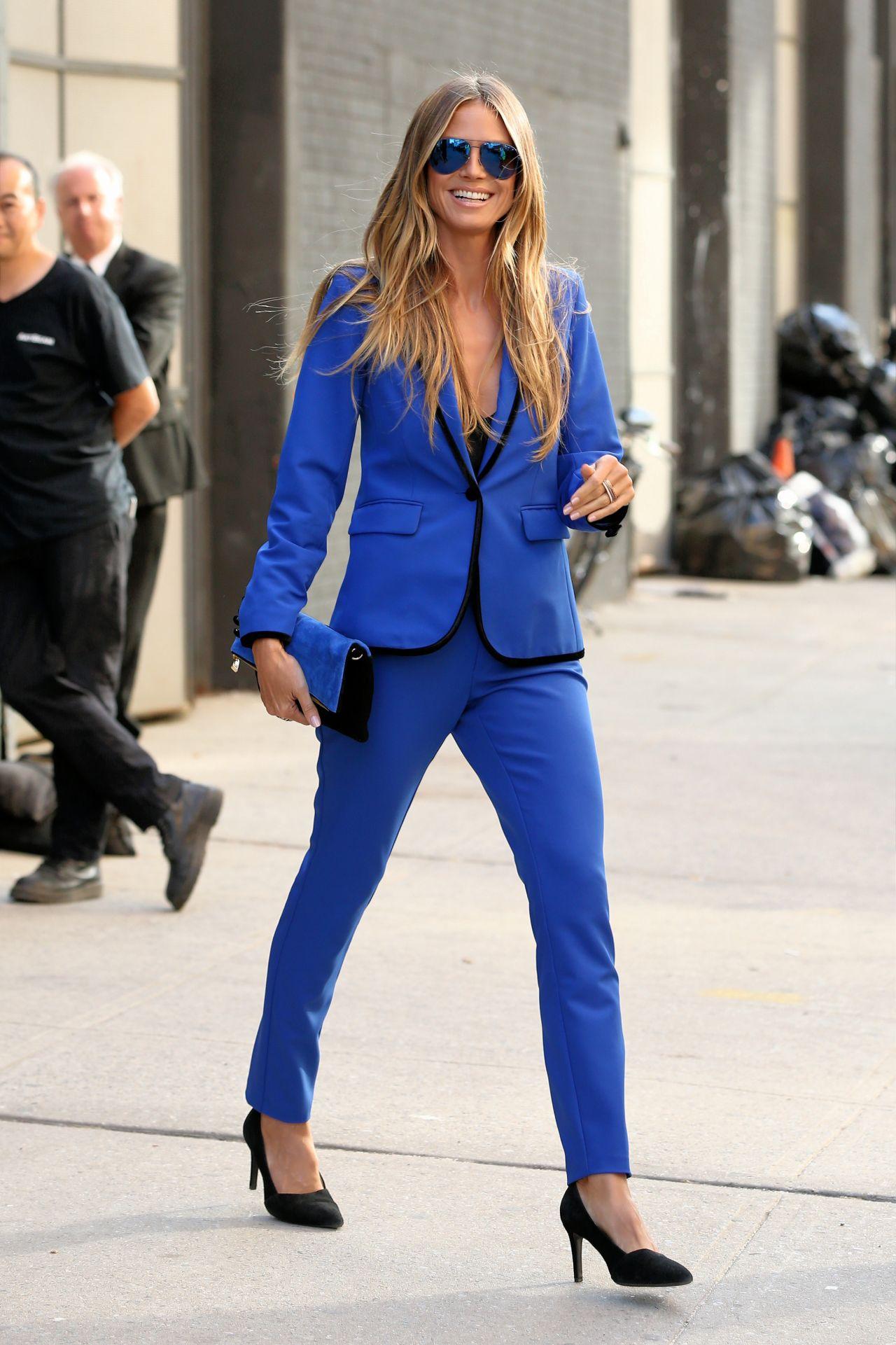 Heidi Klum Canvas Shoes - Heidi Klum Looks - StyleBistro