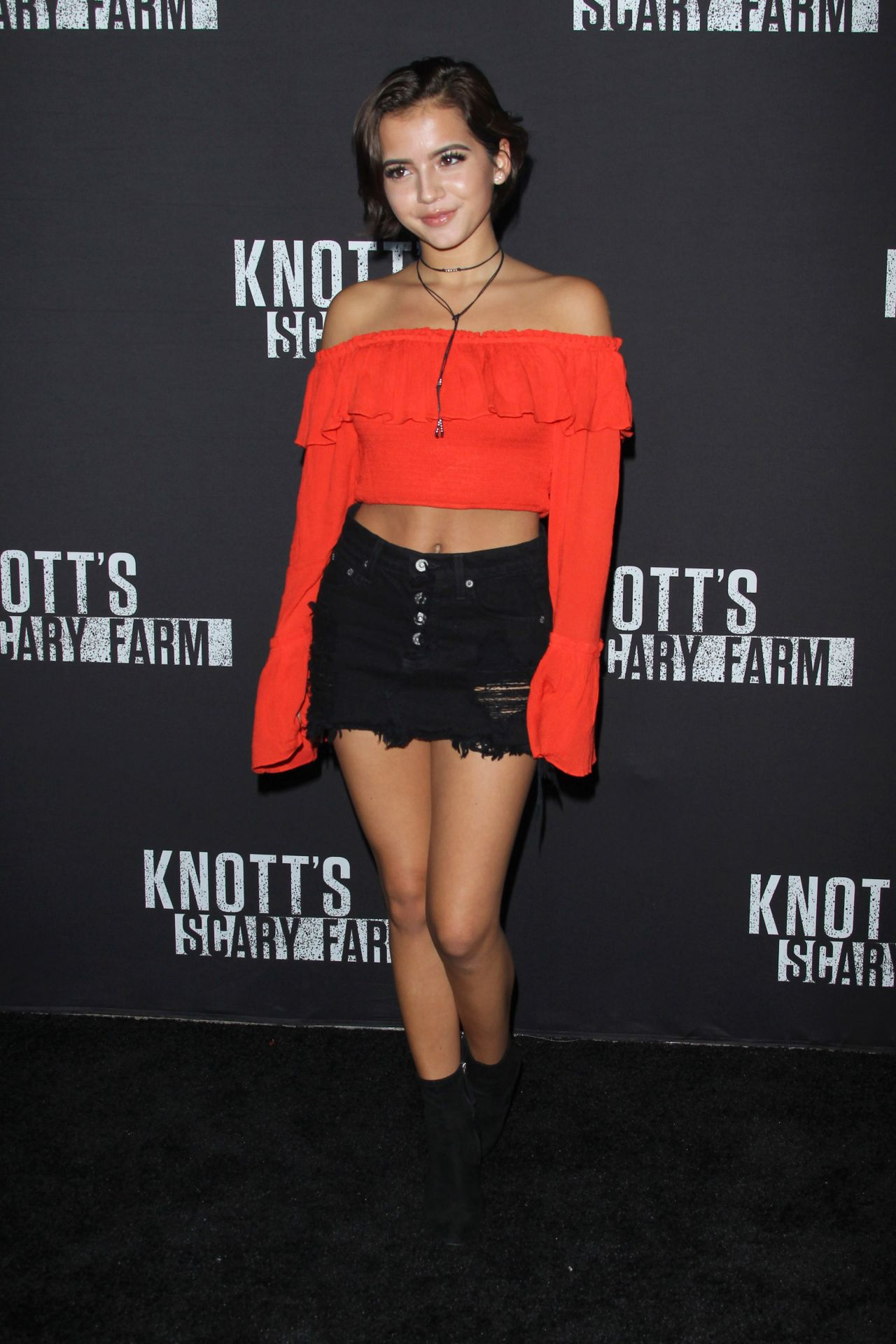 Isabela Moner Knott S Scary Farm Celebrity Night In