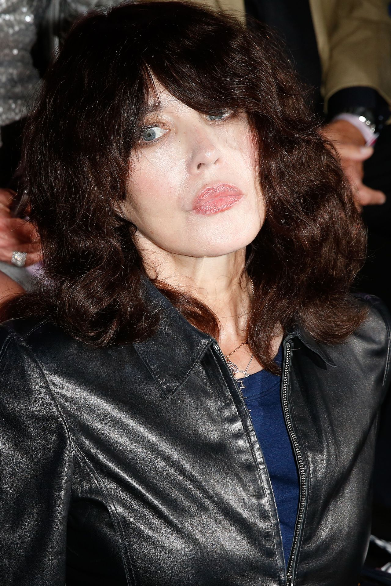 isabelle adjani etam fashion show in paris 09 26 2017. Black Bedroom Furniture Sets. Home Design Ideas