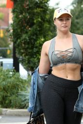 Iskra Lawrence - Walks to the Gym in Chelsea in NYC 09/12/2017