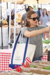 Jennifer Garner - Shopping at the Farmers Market in Brentwood 09/24/2017