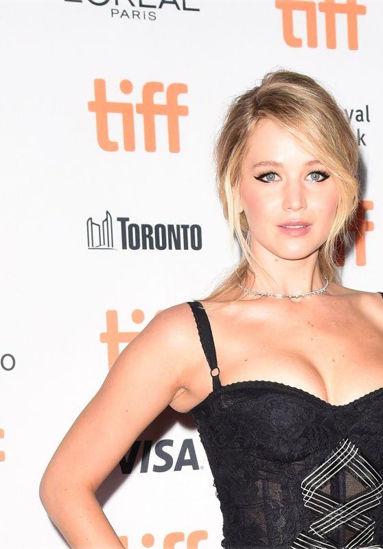 "Jennifer Lawrence - ""Mother!"" Premiere in Toronto 09/10/2017"
