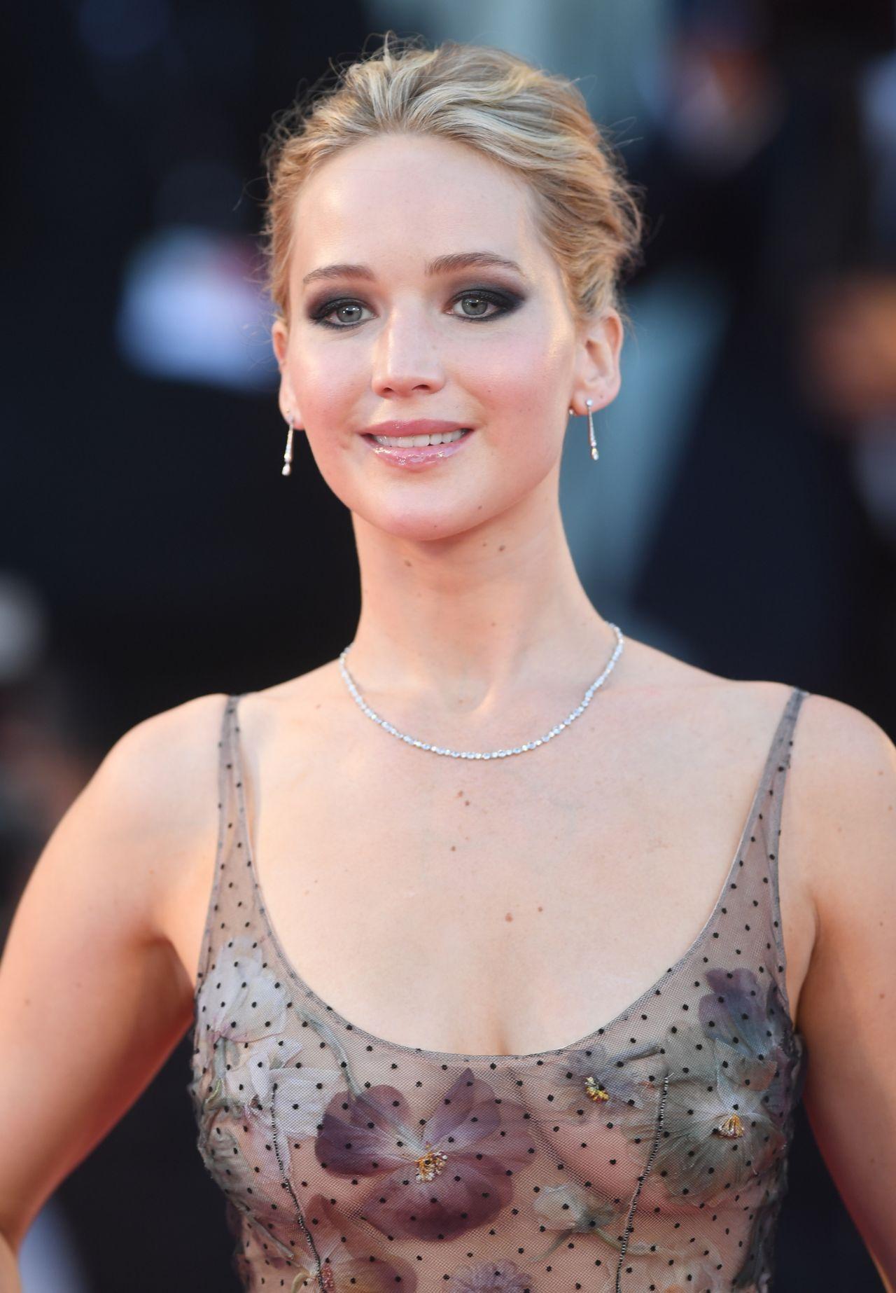Jennifer Lawrence - &q... Jennifer Lawrence Mother Wig