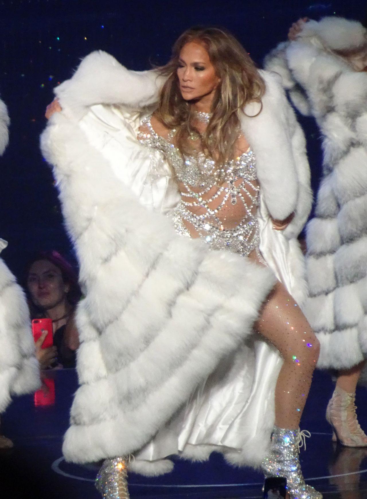 Jennifer Lopez Shows How Flexible She Is Las Vegas 09 07