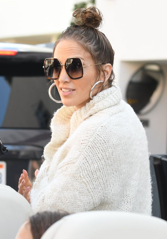 Jennifer Lopez Street Style - Beverly Hills, CA 09/12/2017
