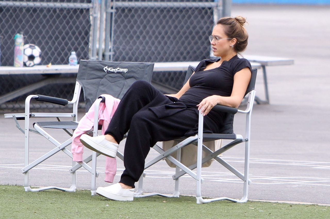 http://celebmafia.com/wp-content/uploads/2017/09/jessica-alba-watching-haven-s-soccer-game-in-westwood-ca-09-17-2017-4.jpg