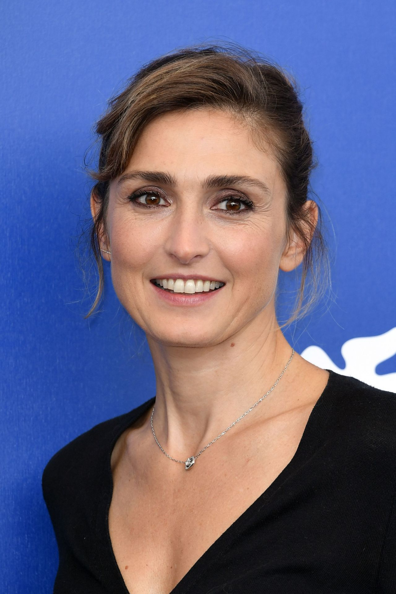 Julie Gayet Nude Photos 94
