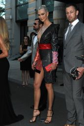 Karlie Kloss - Leaving her hotel in Milan, Italy 09/20/2017