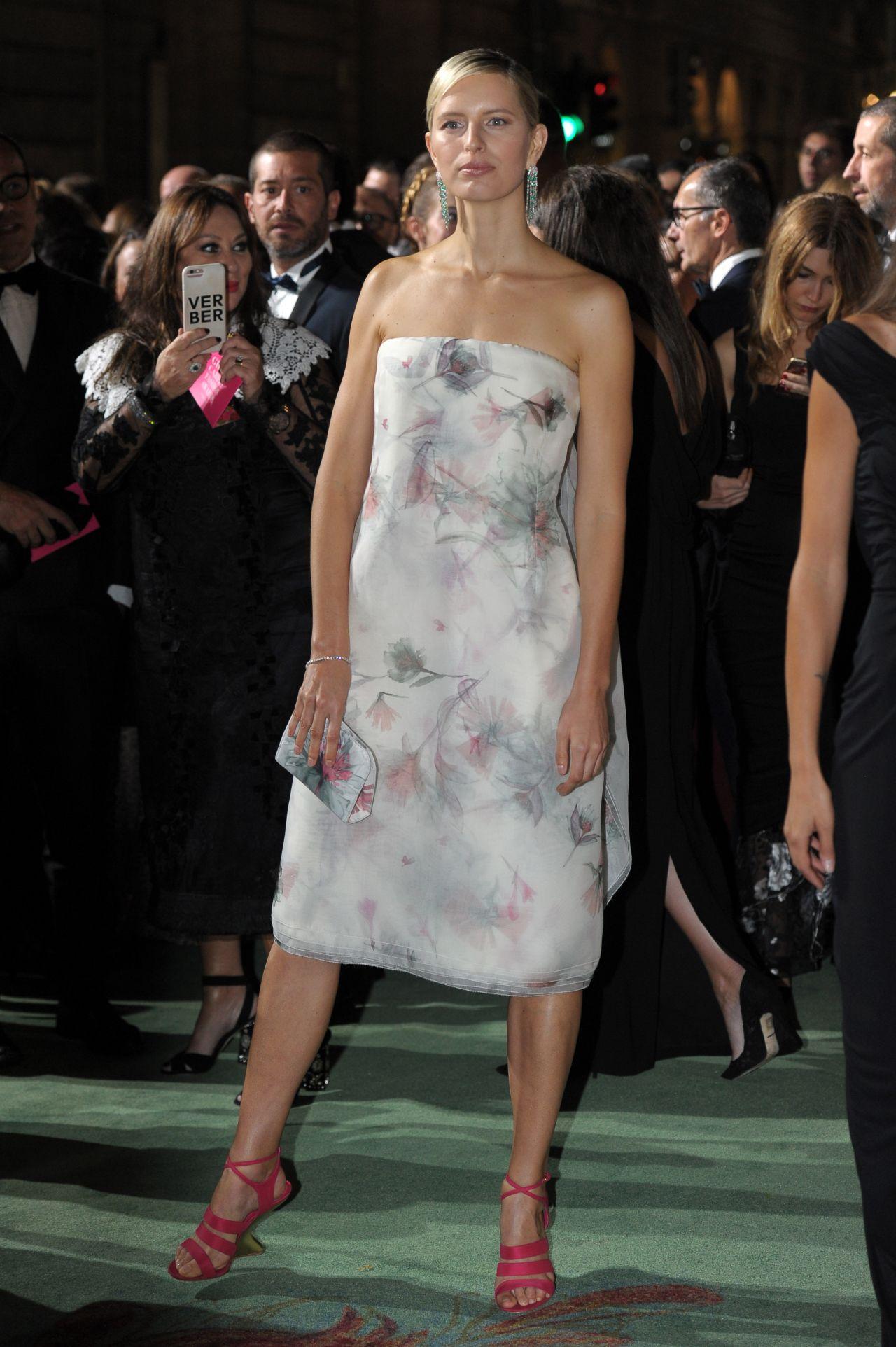 Karolina Kurkova – Green Carpet Fashion Awards, Italia 2017