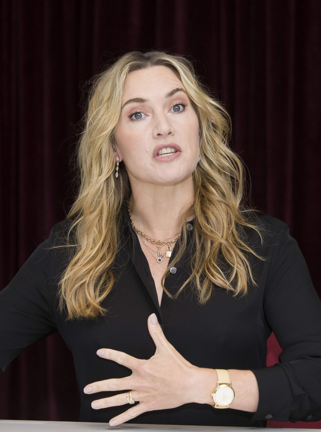 "Kate Winslet - ""The Mountain Between Us"" PhotoCall in ..."