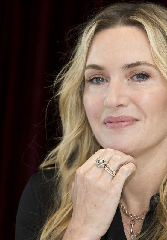 """Kate Winslet - """"The Mountain Between Us"""" PhotoCall in Toronto 09/09/2017"""