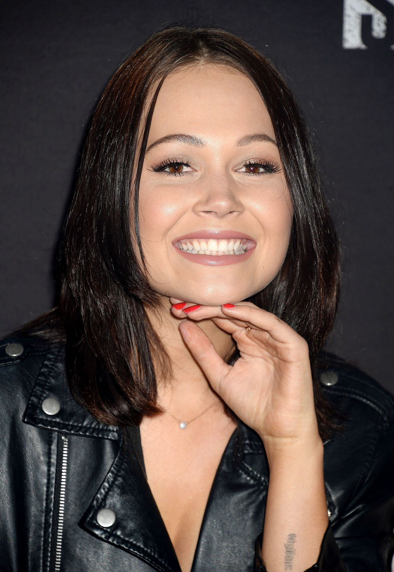 Kelli Berglund Knott S Scary Farm Celebrity Night In
