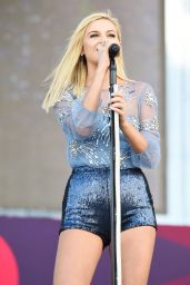 Kelsea Ballerini Performs at iHeart Radio Festival in Las Vegas 09/23/2017