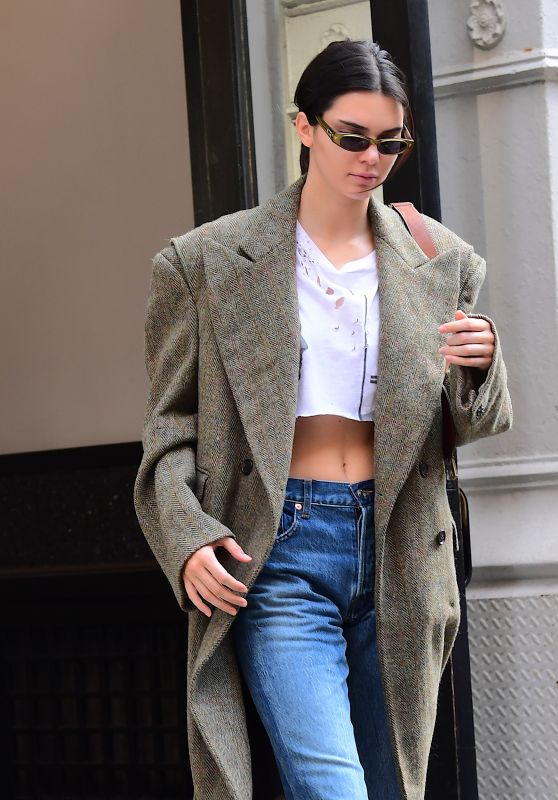 Kendall Jenner in a Crop Top and Jeans - NYC 09/07/2017