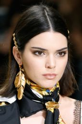 Kendall Jenner – Versace Show in Milan 09/22/2017