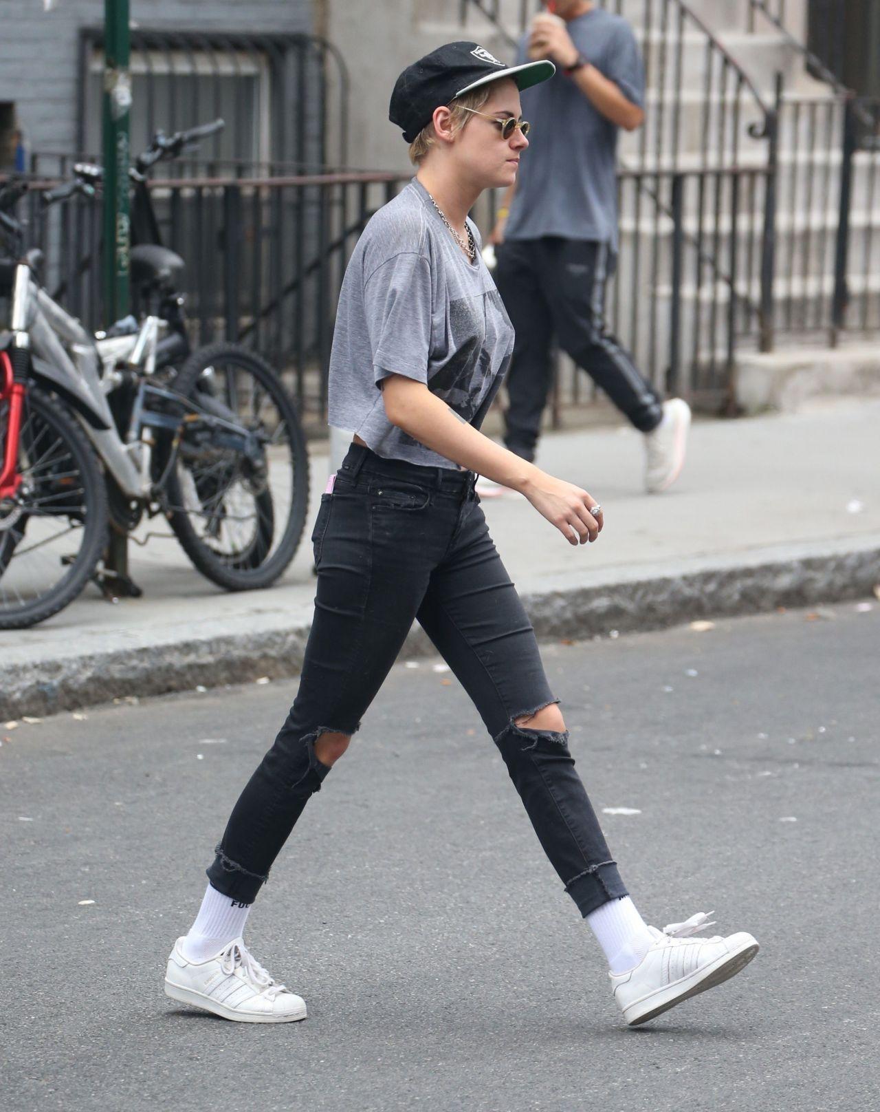 Kristen Stewart Street Style New York 08 31 2017