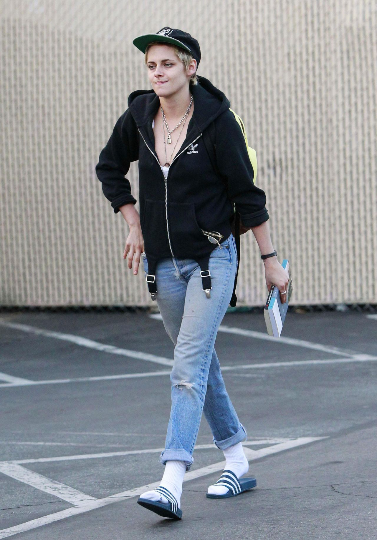 Kristen Stewart Street Style Out In Los Angeles 09 20 2017