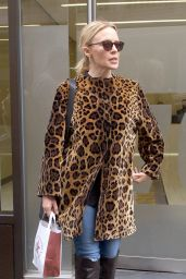 Kylie Minogue - Leaving a Building in Londons West End 09/21/2017