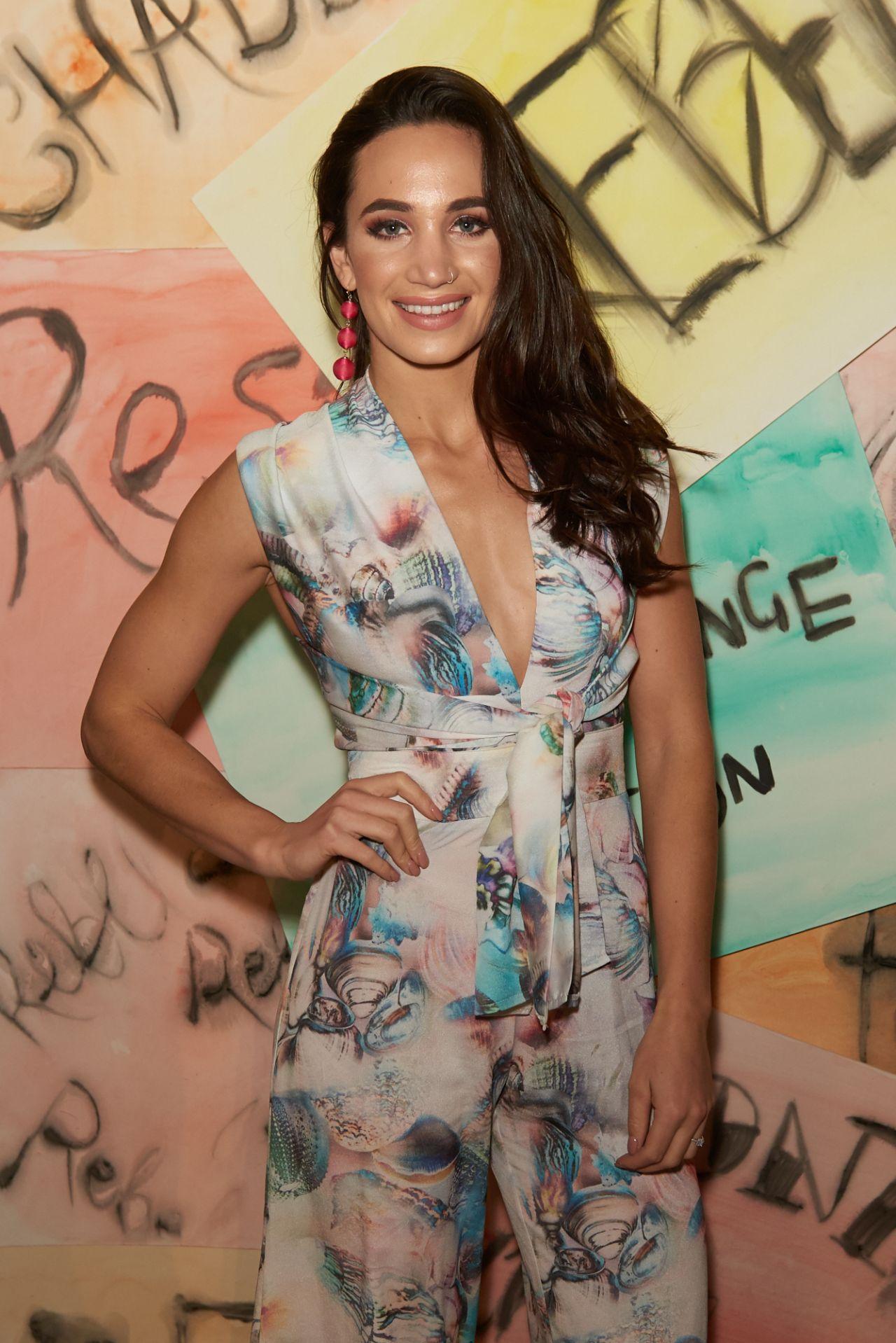Laura wright vinomi fashion show in london